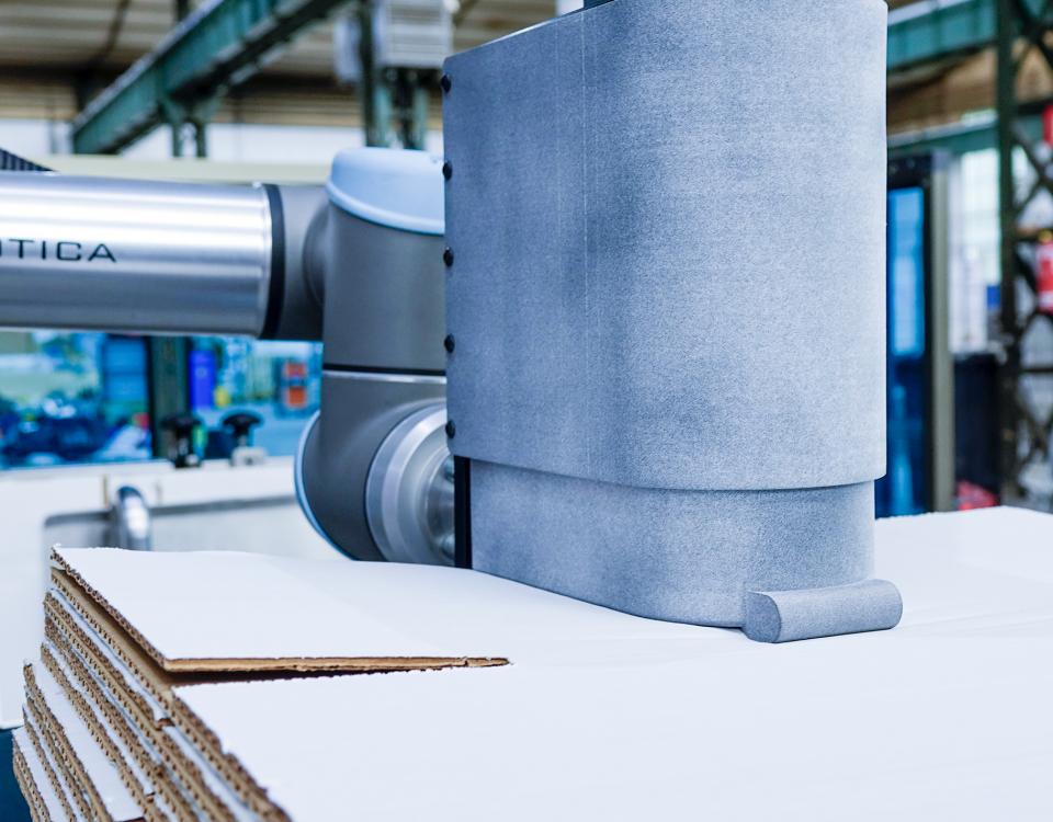 Carga robotizada de formadoras de cajas